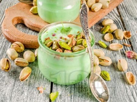Мус от шам фъстък със сметана, ванилия и бадемов екстракт - снимка на рецептата
